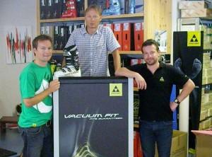 Die Vacuum Fit Station ist geliefert, vielen Dank an die FISCHER-Mitarbeiter Michi Schnider und Martin Lampert für die Einführung und den Support.